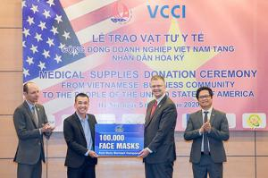Dony Garment Company along with other Vietnamese enterprises donated medical supplies to the US