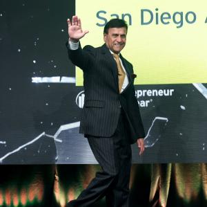 Sayed Ali waving to the crowd at the Ernst & Young 2019 Entrepreneur of the Year Finalist Ceremony