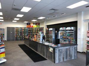 Coba lihat di toko. Di sini Anda akan menemukan produk dan aksesori tembakau.