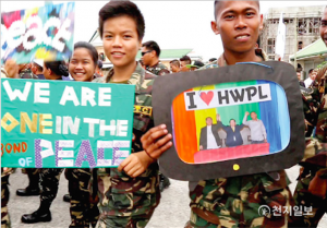 Soldații filipinezi participă la Marșul Păcii care a avut loc după cea de-a 2-a Comemorare Anuală a Declarației de Pace Mondială din Maguindanao, Filipine, din 25 mai 2015