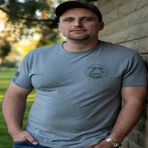 Travis Fauque, originaire du Wyoming, est un entrepreneur de la ville de Lander, dans le comté de Fremont.